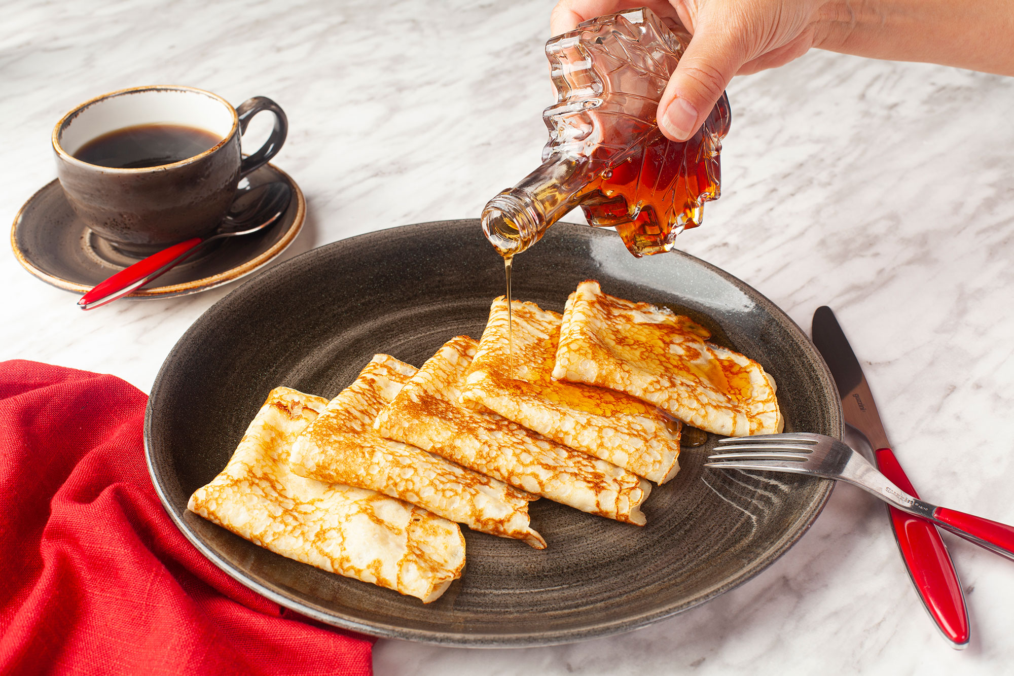 Folded and covered crêpes with maple syrup (5)